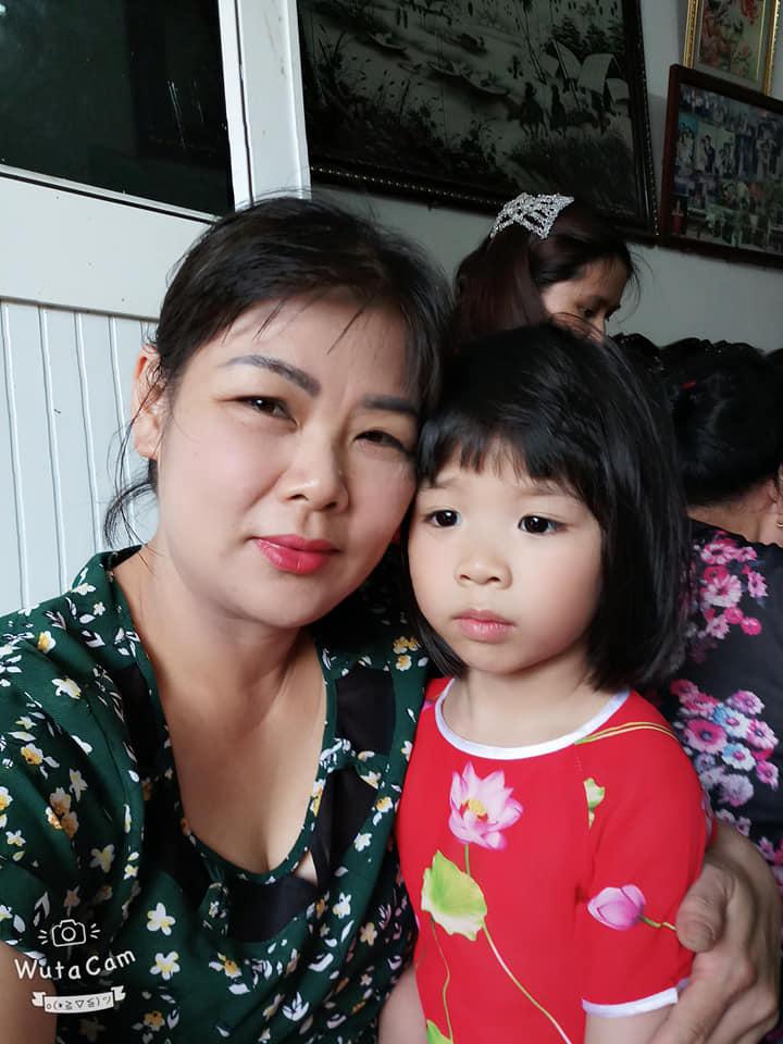 """Chị Lương Cẩm Hà – Giáo viên Trường Mầm non Hoa Sứ -TP. Hải Dương: """"Gia đình tôi rất thích các sản phẩm của HEVINA"""""""